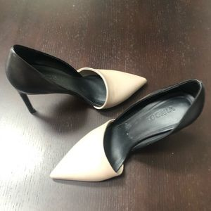 Vince. Two Toned Gray and Black Pumps